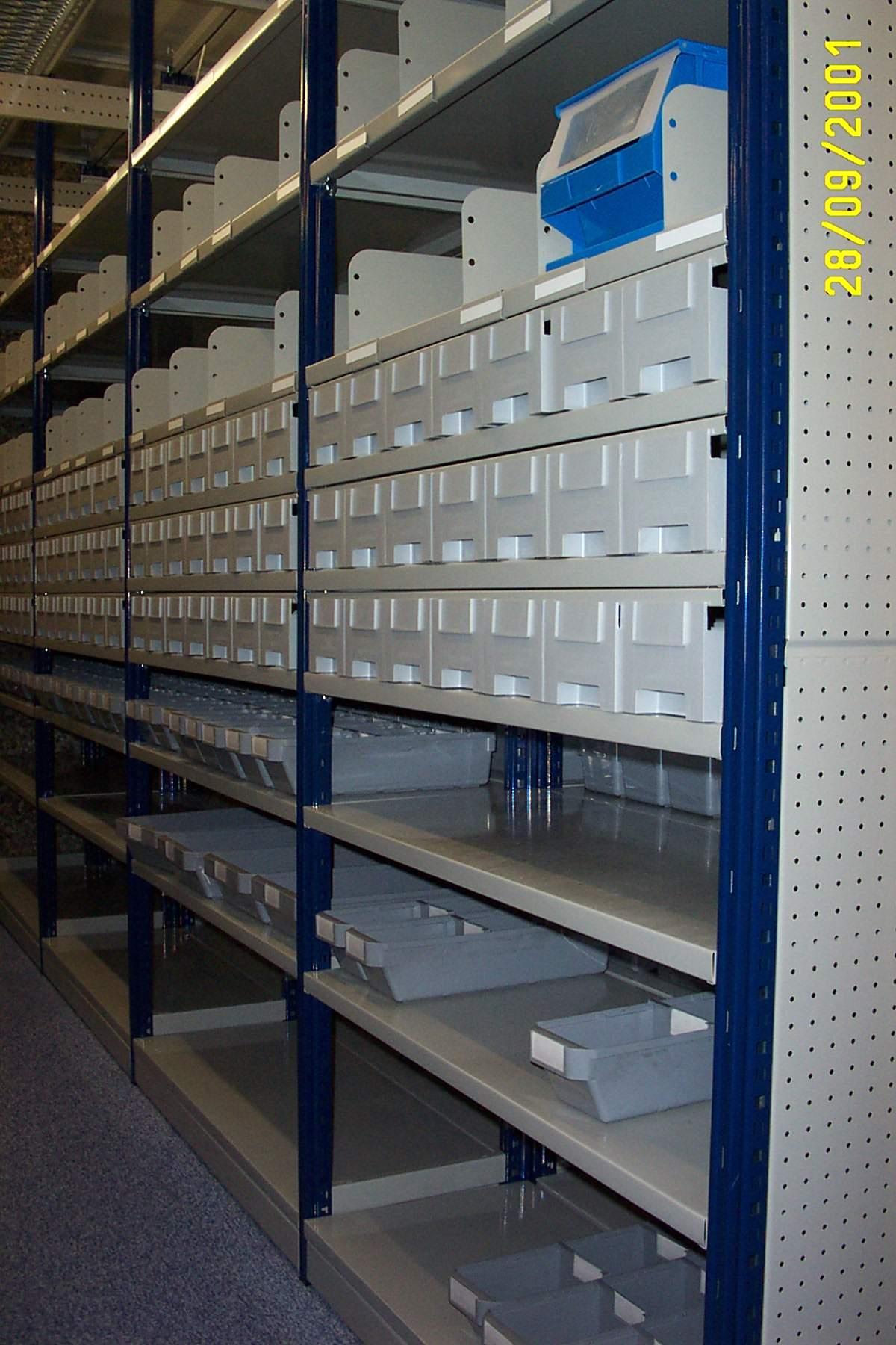 Estanter a ligera sin tornillos metalkom sistemas de - Estanterias metalicas sin tornillos ...